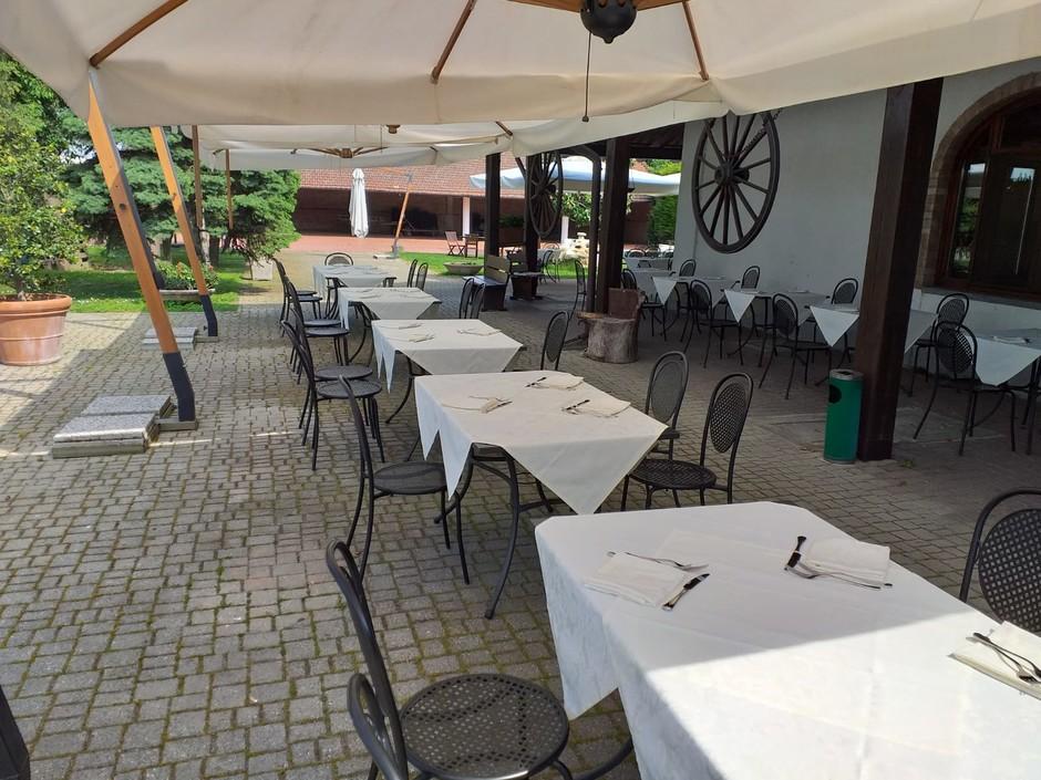 Tortona (AL) Il dehors del Carrettino garantisce relax e gusto a chilometro zero
