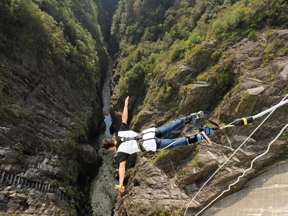 Canton Ticino: Bungee Jumping dai 220 metri della diga di Verzasca
