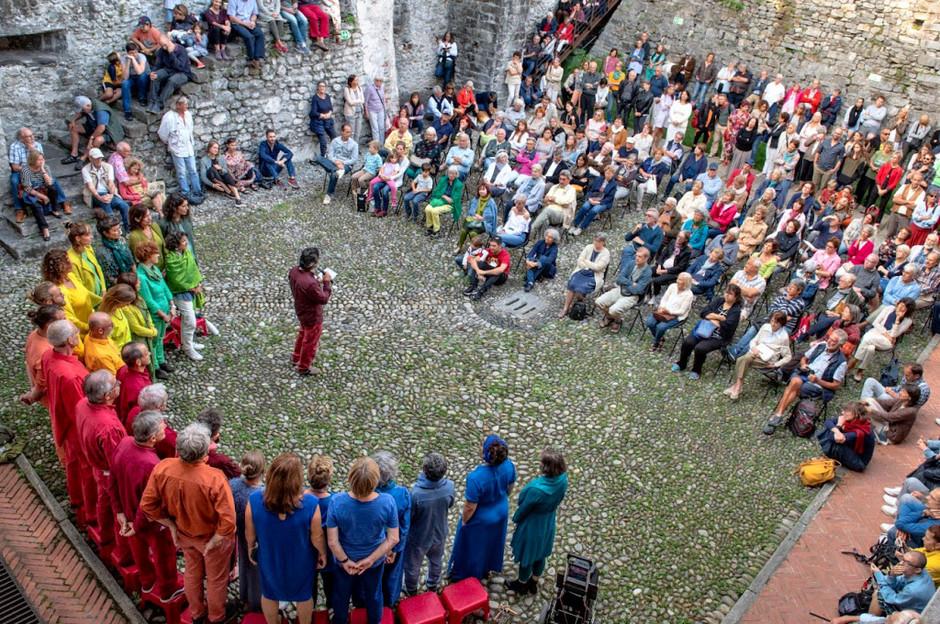 """Canton Ticino: """"Le Corti inCanto"""" canti e musiche nella quiete di una giornata senza traffico a Locarno"""