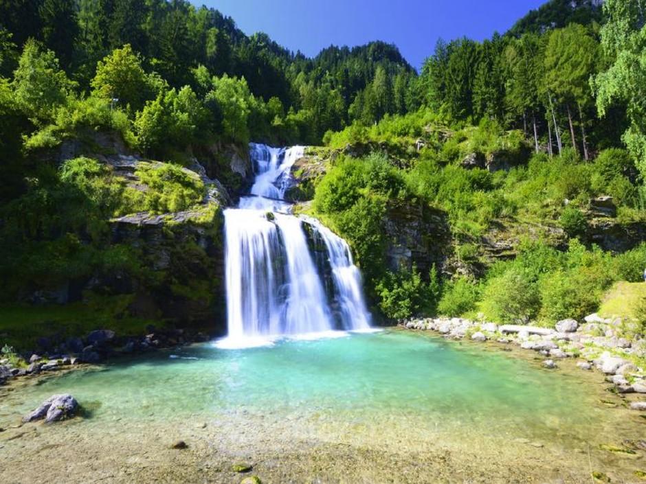 Canton Ticino: vacanza green con il percorso Yoga alla Cascata della Piumogna