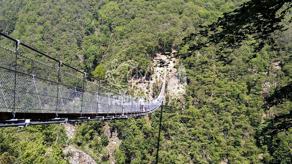 """Canton Ticino: alla scoperta del ponte tibetano """"Carasc"""""""