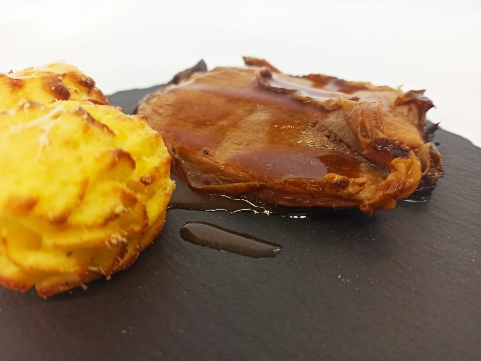 LA RICETTA - Arrosto di Cosciotto d'agnello alle erbe con patate Duchessa