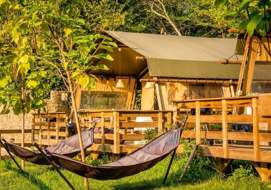 Valle Nervia (IM): prenota il tuo soggiorno nelle tende safari di Isolabona. Natura, relax e piscine al Camping delle Rose.
