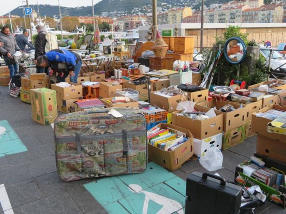 """Nizza: dopo due anni torna il """"Vide greniers"""" nel porto  (Foto)"""
